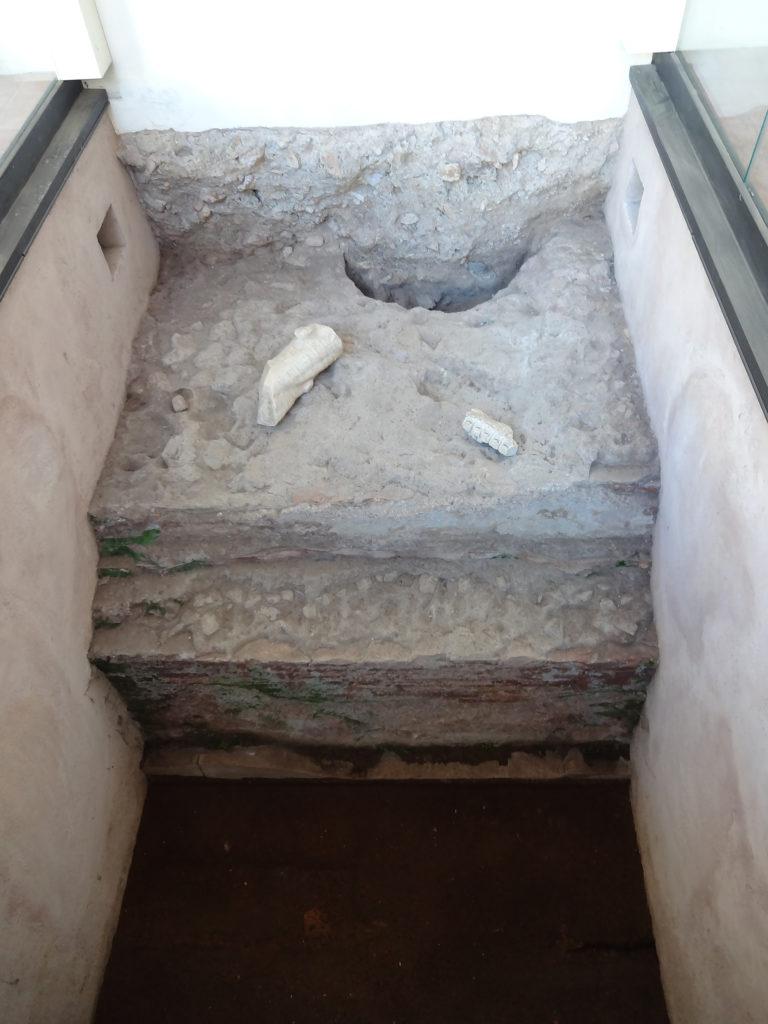Fig.11. Trecho da fundação da época romana (fonte: Angela R. Rodrigues, 2015)
