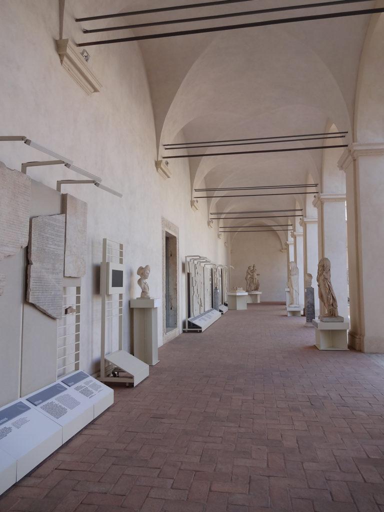 Fig.14. Projeto expográfico do Museo Nazionale Romano no espaço restaurado do Chiostro'Ludovisi' (fonte: Angela R. Rodrigues, 2015)