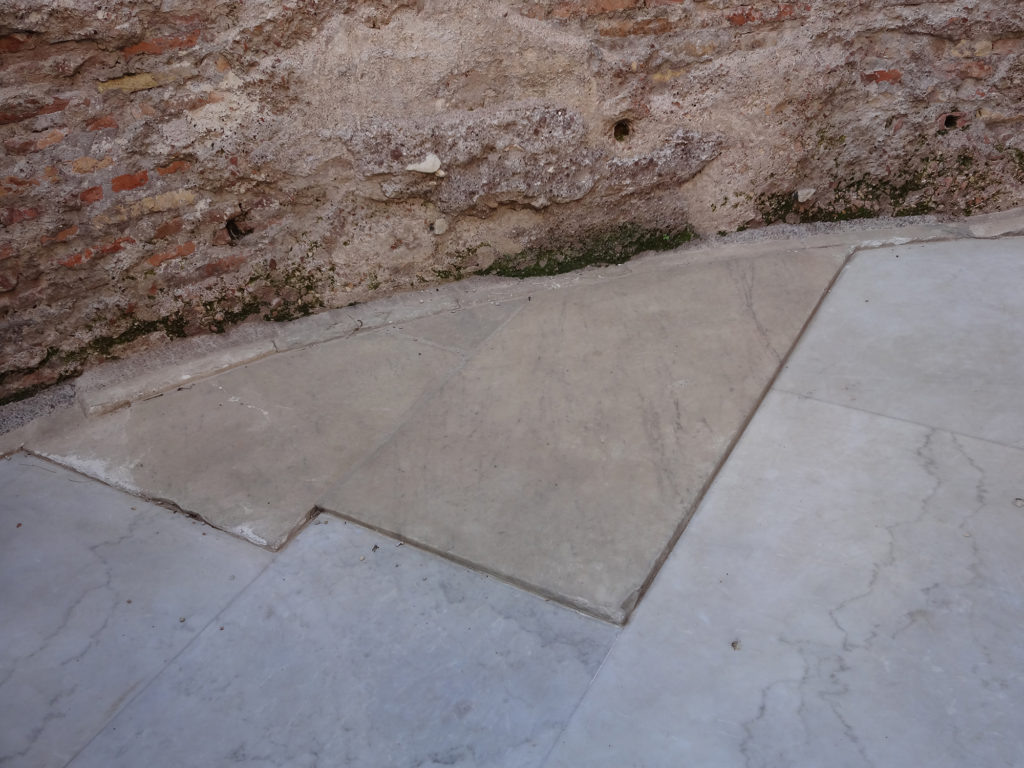 Fig.5. Lastro marmóreo original (fonte: Angela R. Rodrigues, 2015)
