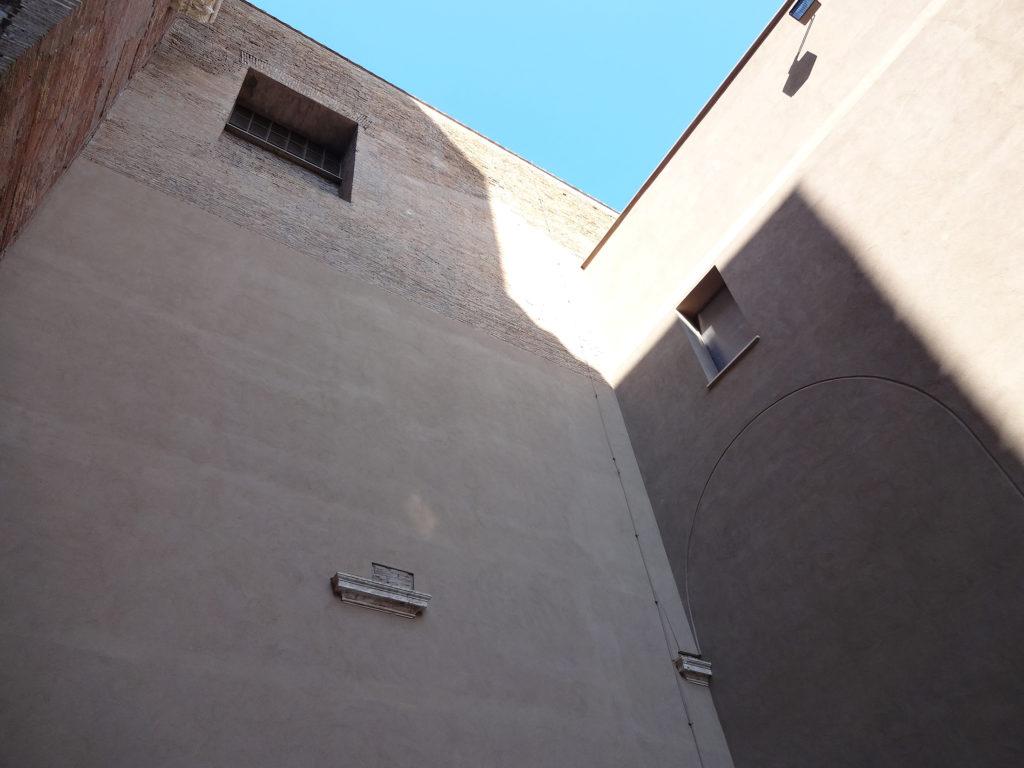 Fig.8. Recorte na argamassa que marca o arco de conexão entre a área remanescente da Natatio e o Chiostro'Ludovisi' (fonte: Angela R. Rodrigues, 2015)