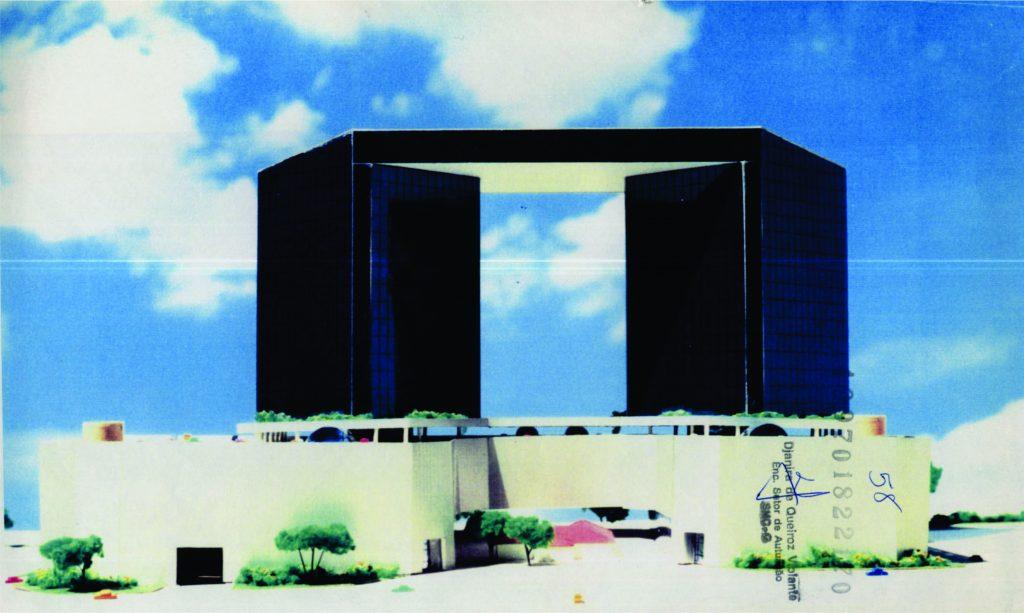 Fig. 7 e 8. Situação proposta em 2000. Observar a escala e a posição da casa bandeirista em relação à implantação das torres de escritórios e do centro de compras (fonte: processo 1997-0.182.217-0).