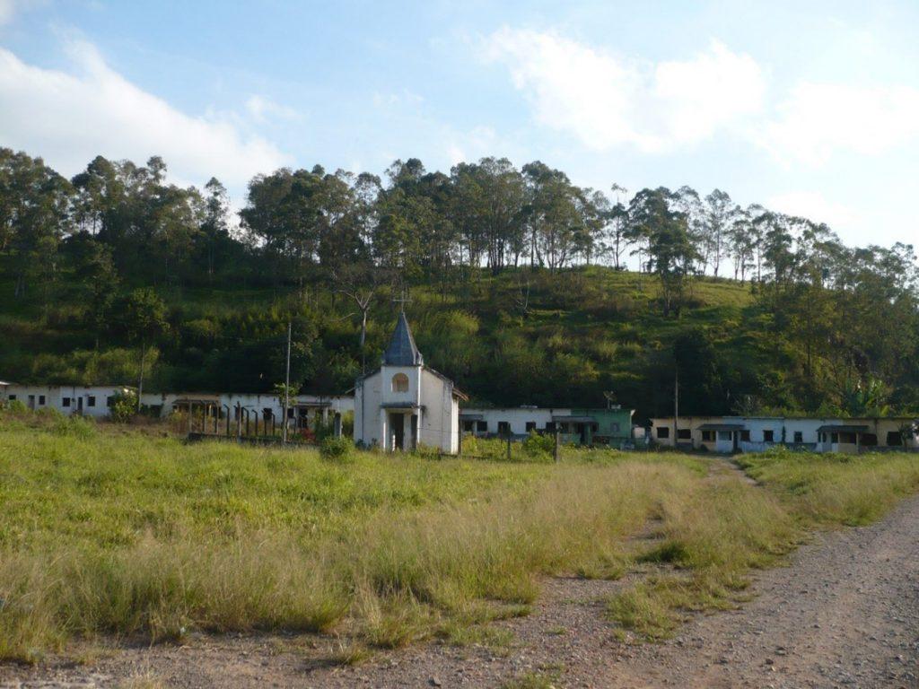 Figura 12: Vista da capela ao centro da Vila Triângulo, em Perus. Fonte: Acervo da autora(2009).