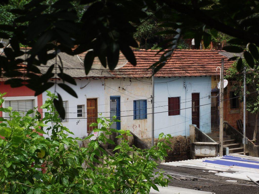 Figura 14: Casas de Gato Preto ocupadas por famílias que foram vinculadas à Cia. Brasileira de Cimento Portland Perus. Fonte: Acervo da autora(2016).