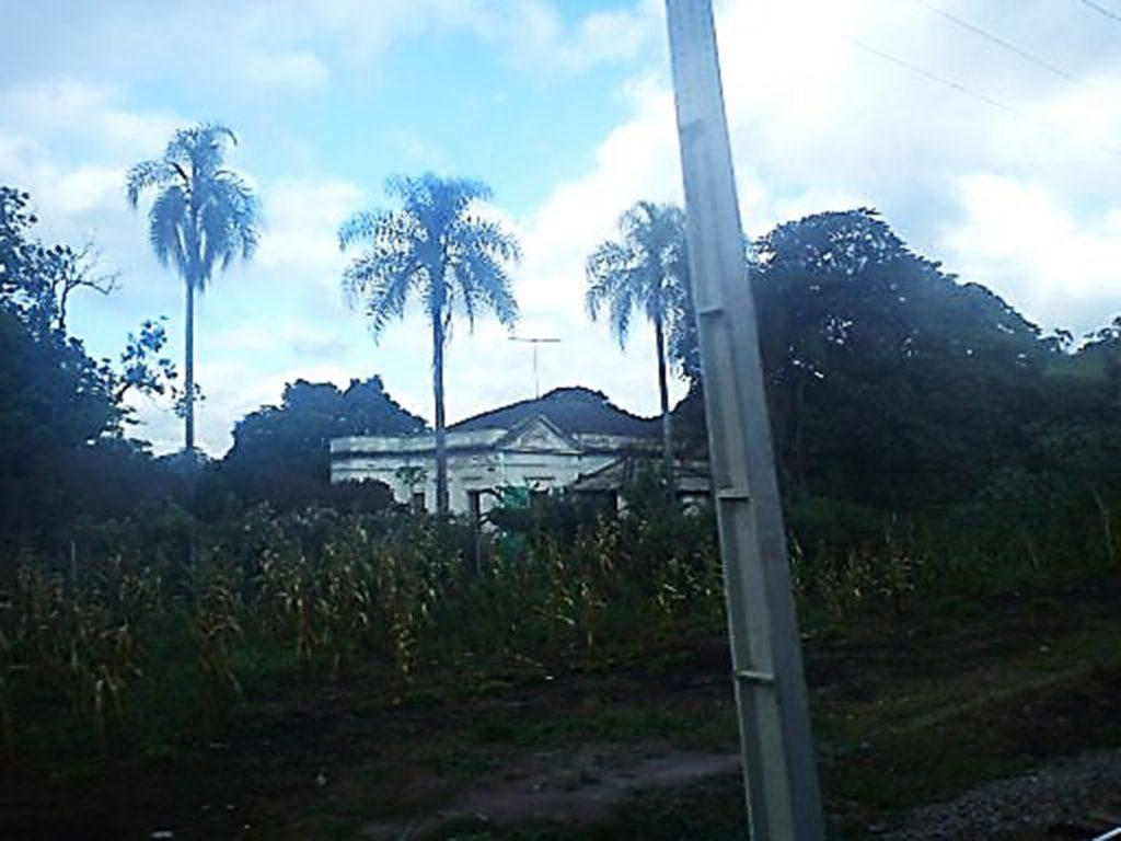 Figura 2Vista do Palacete dos Dias ou Casarão da Fazendinha, em estado precário de conservação. Fonte: Acervo da autora (2014).