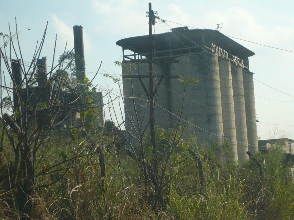 Figura 3Vista dos silos da fábrica de cimento da CBCPP. Fonte: Acervo da autora (2016).
