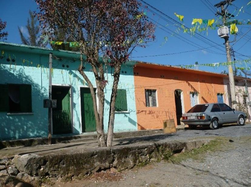 Figura 8: Casas em renque, Água Fria, Cajamar. Fonte: Acervo da autora(2009).