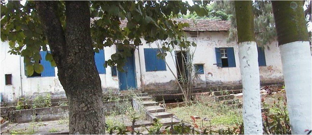 Figura 9: Renque de casas na Rua dos Coqueiros, demolidas após 2004. Fonte: Acervo da autora(2003).